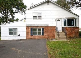 Foreclosed Home en MEARNS RD, Warminster, PA - 18974
