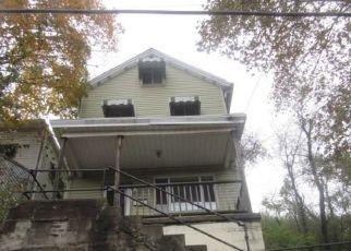Foreclosed Home en IOWA AVE, Glassport, PA - 15045