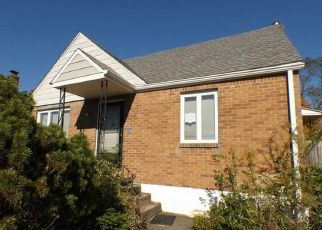 Foreclosed Home en OAKLEAF RD, Pittsburgh, PA - 15227