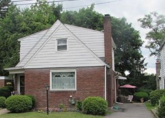 Foreclosed Home en N DAWES AVE, Kingston, PA - 18704