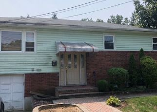 Foreclosed Home en NORTHERN PKWY, Uniondale, NY - 11553