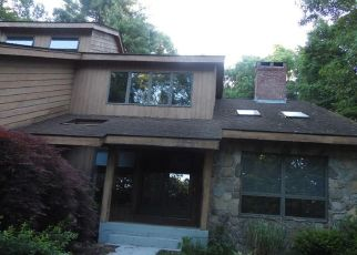 Foreclosed Home en GRANDVIEW DR, Glastonbury, CT - 06033