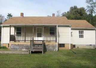 Foreclosed Home en ROSSER ST, Rustburg, VA - 24588