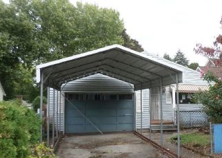Foreclosed Home in NE 105TH AVE, Portland, OR - 97220