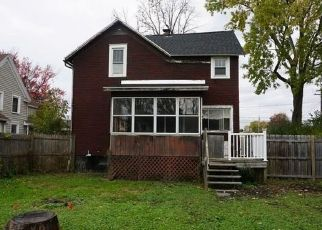 Foreclosed Home en W 2ND ST, East Syracuse, NY - 13057