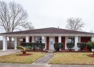 Foreclosed Home in CHARLES DR, Chalmette, LA - 70043