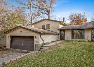 Foreclosed Home en HIAWATHA DR, Lake In The Hills, IL - 60156