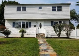 Foreclosed Home en CHELSEA AVE, West Babylon, NY - 11704