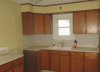 Foreclosed Home en JOHN ST, Lockport, NY - 14094