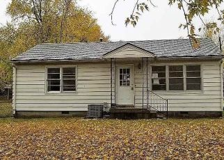 Foreclosed Home en N LEE ST, Leeton, MO - 64761