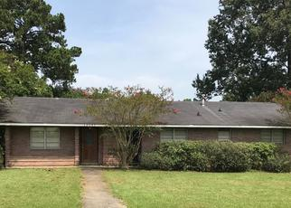 Foreclosed Home in KINGLET DR, Baton Rouge, LA - 70809