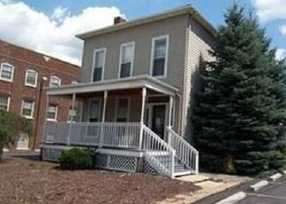 Foreclosed Home en EAST AVE, Elyria, OH - 44035