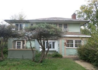 Foreclosed Home en S 4TH AVE, Maywood, IL - 60153
