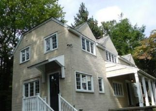 Foreclosed Home en CHURCH HILL RD, Fairfield, CT - 06825