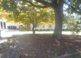 Foreclosed Home in GOLFVIEW RD, Hope Mills, NC - 28348