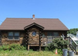 Foreclosed Home en EDWIN ST, Stratford, CT - 06614
