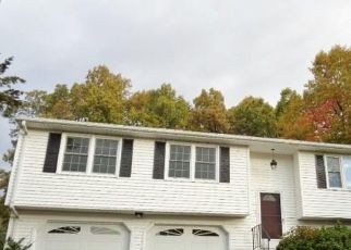 Foreclosed Home en CARRIAGE RD, Bristol, CT - 06010