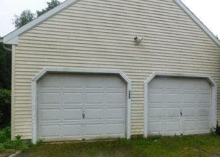 Foreclosed Home en CLAPBOARD HILL RD, Guilford, CT - 06437