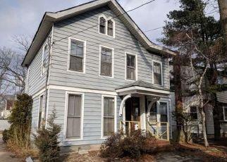 Foreclosed Home en W MERRICK RD, Freeport, NY - 11520
