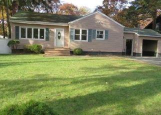 Foreclosed Home in ILLINOIS AVE, Bay Shore, NY - 11706