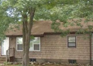 Foreclosed Home en MAPLE LN, Shirley, NY - 11967