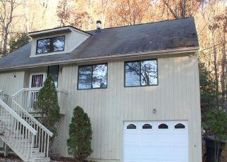 Foreclosed Home en CLIFF DR, Avon, CT - 06001