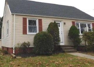 Foreclosed Home en BURDETTE PL, Milford, CT - 06460