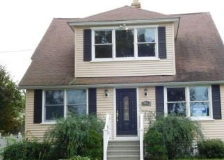 Foreclosed Home en DISBROW ST, Stratford, CT - 06614
