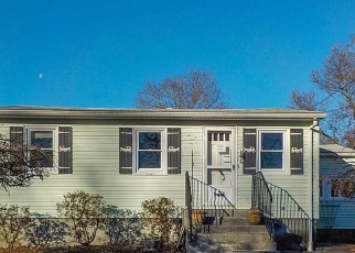 Foreclosed Home in CHAINEY ST, Seekonk, MA - 02771