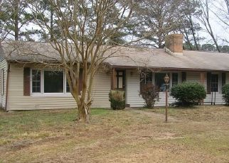 Foreclosed Home en FISHING BAY RD, Deltaville, VA - 23043