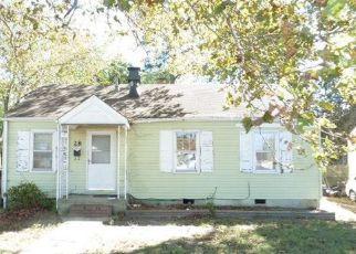 Foreclosed Home en LAUREL DR, Hampton, VA - 23669