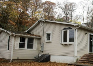 Foreclosed Home in LONE OAK DR, Centerport, NY - 11721