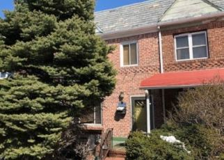 Foreclosed Home en 82ND ST, Middle Village, NY - 11379