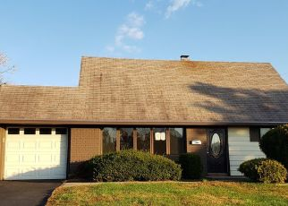 Foreclosed Home en BEGONIA LN, Levittown, PA - 19054