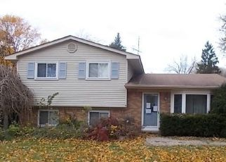 Foreclosed Home en DENBY DR, Waterford, MI - 48329