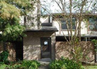 Foreclosed Home in FAIRFAX DR, Gretna, LA - 70056