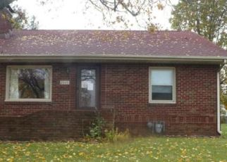 Foreclosed Home in W CENTER ST, Decatur, IL - 62526
