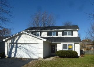 Foreclosed Home in BAR HARBOUR RD, Aurora, IL - 60504