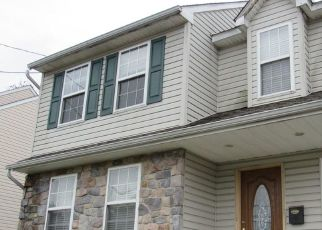 Foreclosed Home en 7TH AVE, Folsom, PA - 19033