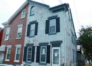 Casa en ejecución hipotecaria in Reading, PA, 19601,  THORN ST ID: F4322961