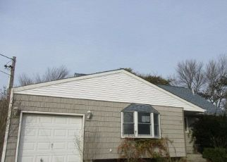 Foreclosed Home en CIRCLE DR S, Patchogue, NY - 11772