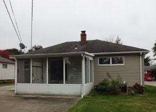 Foreclosed Home en CRESTWAY DR, Brook Park, OH - 44142