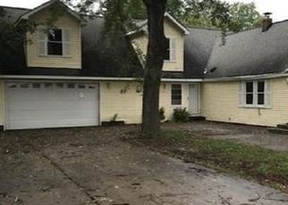 Foreclosed Home en DELAND RD, Waterford, MI - 48329