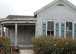 Foreclosed Home en CHESTNUT ST, Hannibal, MO - 63401