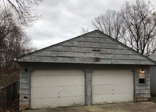 Foreclosed Home en BEACH PARK AVE, Eastlake, OH - 44095