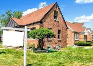 Foreclosed Home en S 15TH AVE, Broadview, IL - 60155