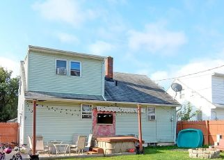 Foreclosed Home en CLEVELAND DR, Buffalo, NY - 14223