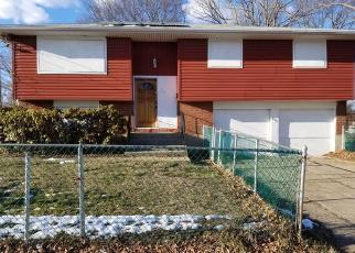 Foreclosed Home en JEFFERSON AVE, Amityville, NY - 11701