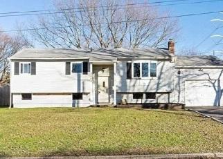 Foreclosed Home en KANE AVE, Medford, NY - 11763