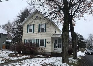 Foreclosed Home en ACADEMY ST, Chaumont, NY - 13622